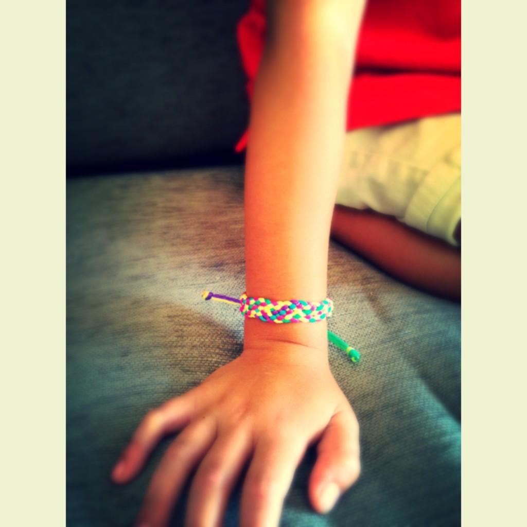 Adrian-pulsera-kumihimo-plana