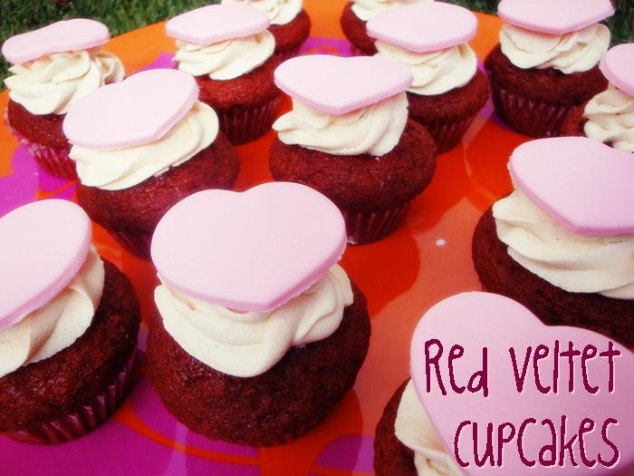 red velvet cupcakes para san valentin