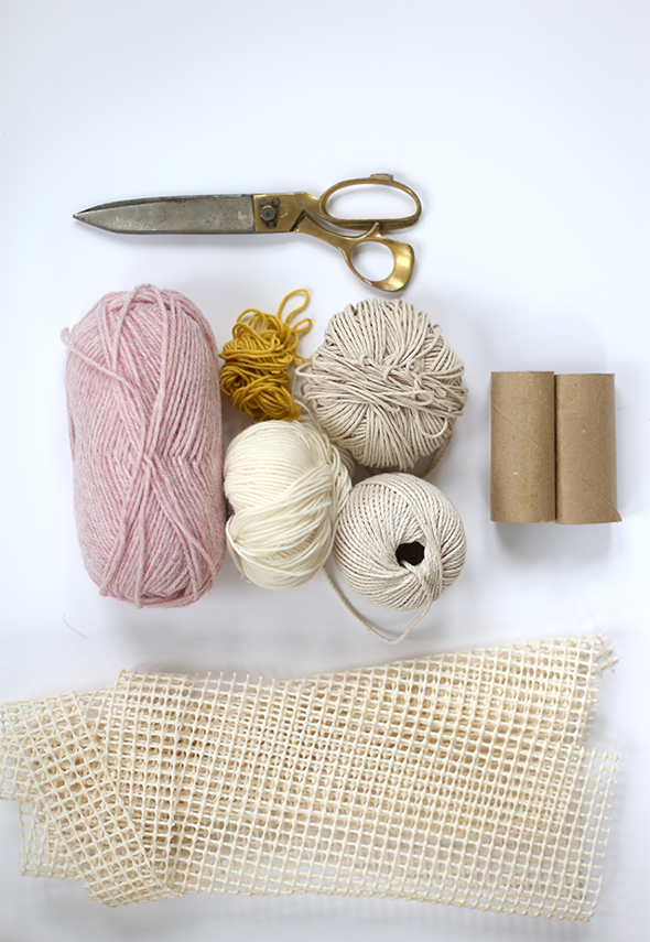 materiales alfombra de pompones