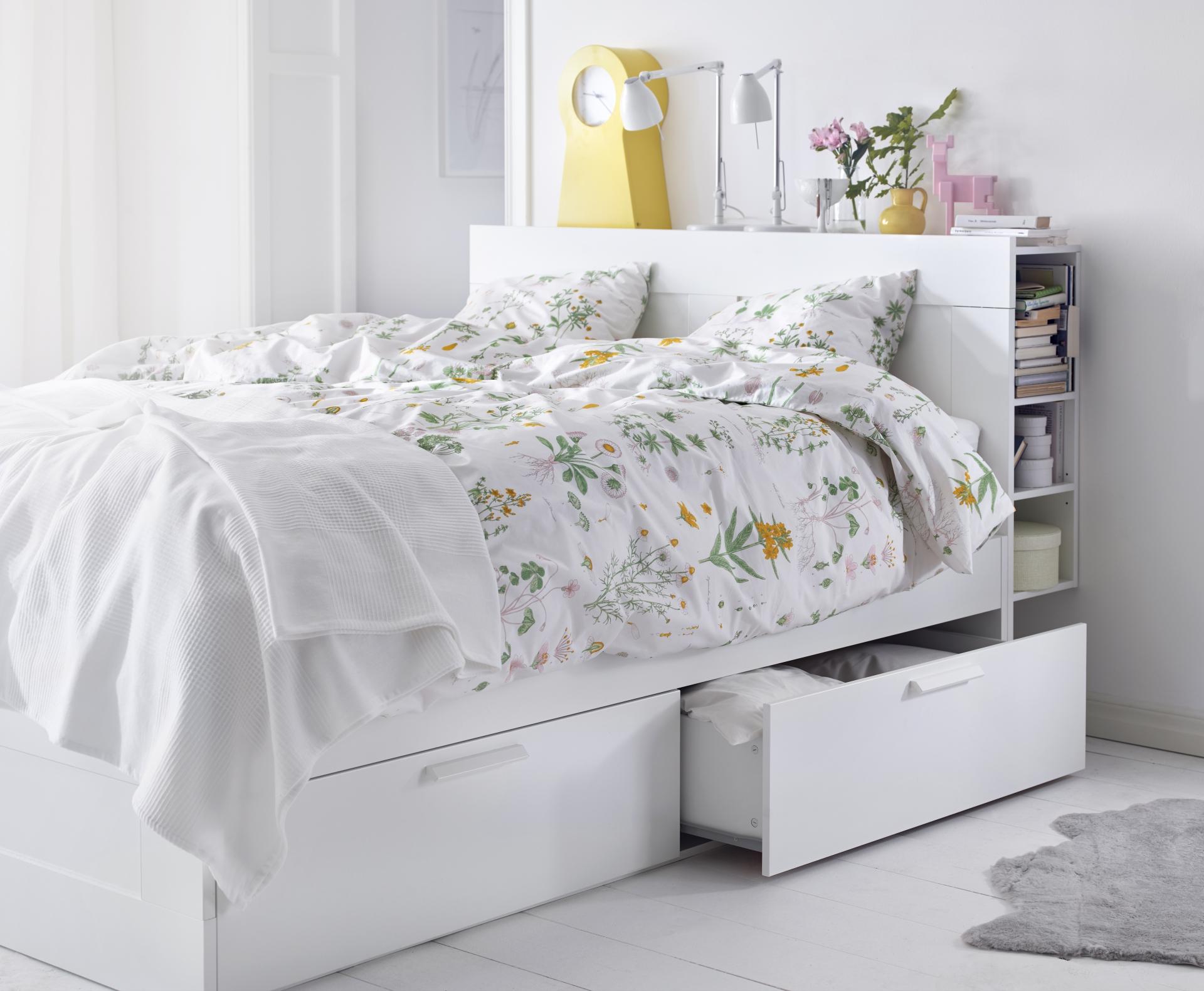 Soluciones para decorar y organizar un dormitorio peque o for Cama nido con cajones ikea