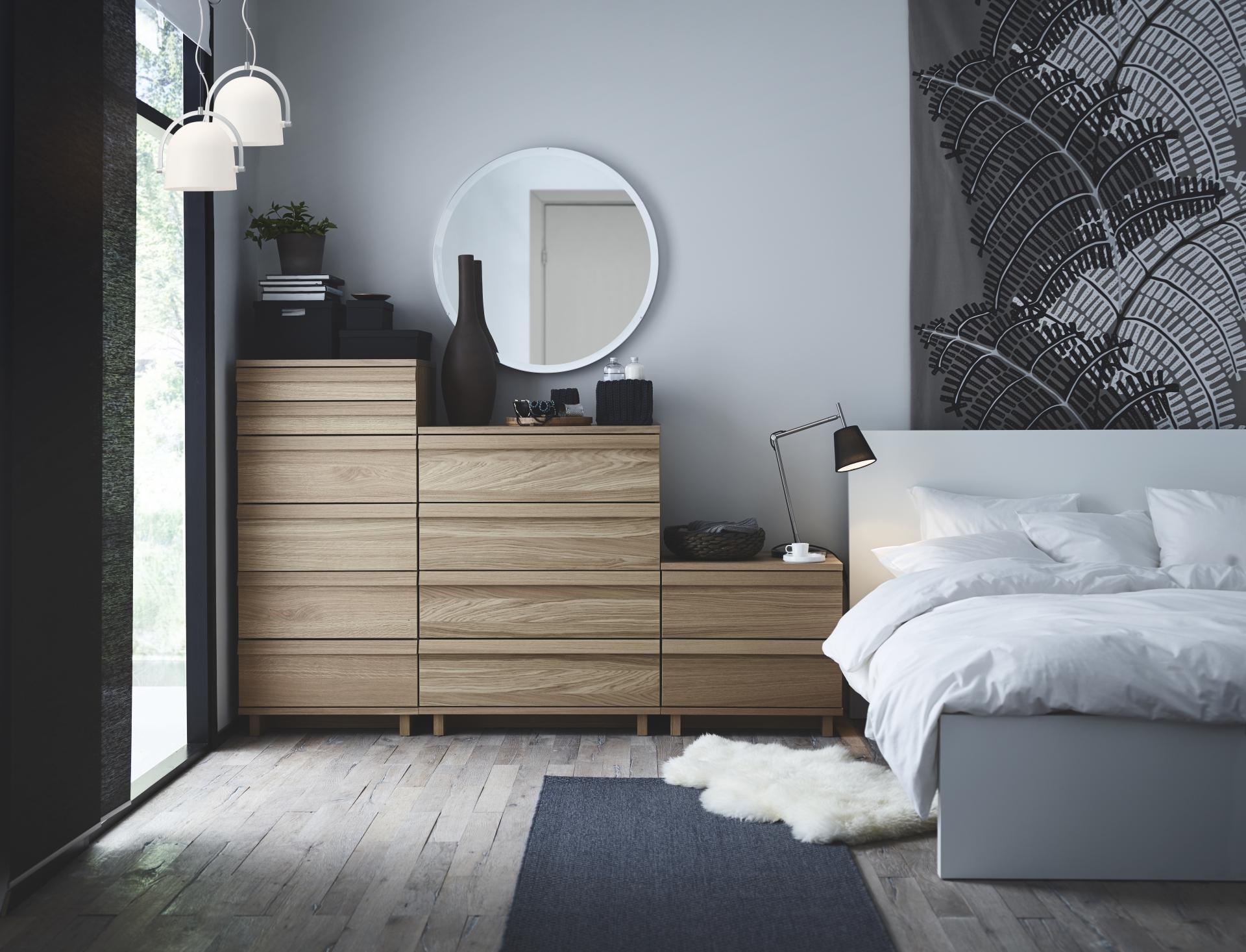Soluciones para decorar y organizar un dormitorio peque o for Sillas para dormitorio ikea