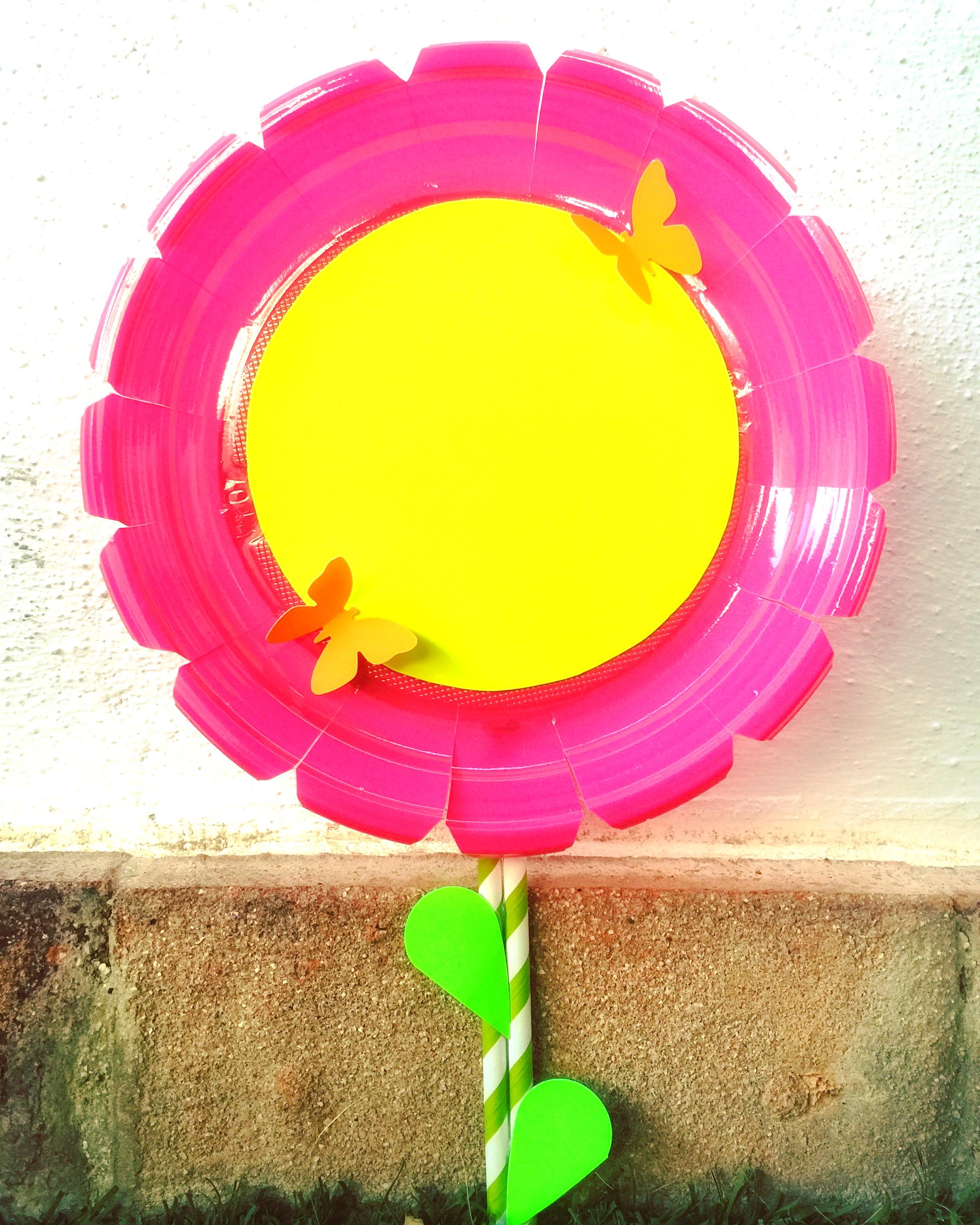 como hacer una flor con materiales reciclados