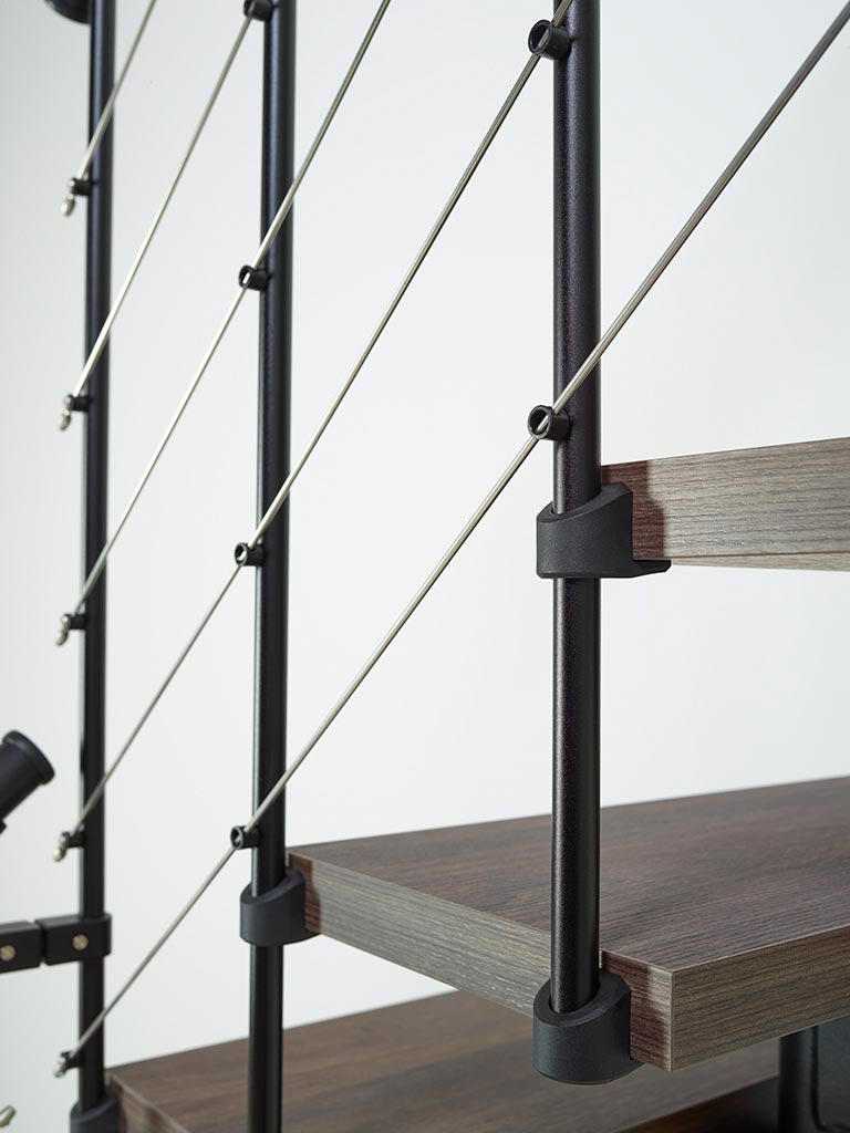 Escalera de tramo con barandilla alambre