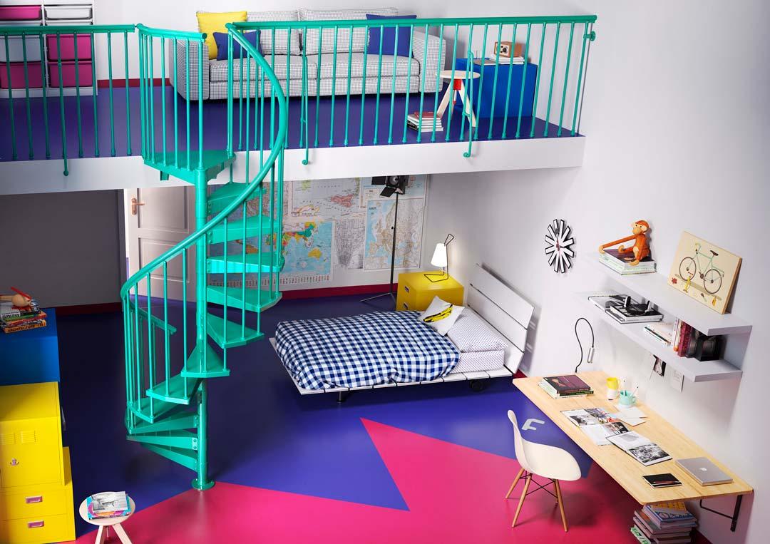 Escalera de caracol de color para cuarto juvenil