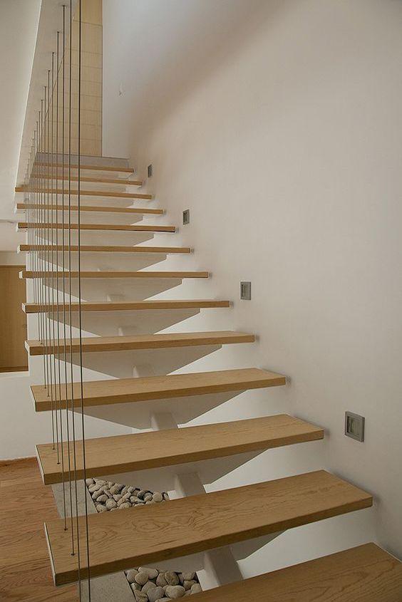 escalera de madera y metal